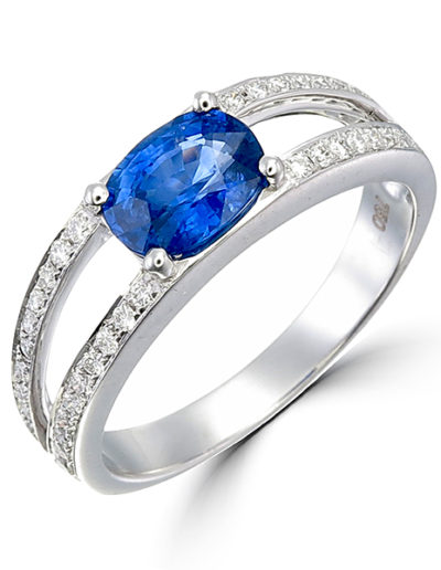 Nathalie Ring Sapphire cushion 1.41 ct, Diamonds 0.28 ct